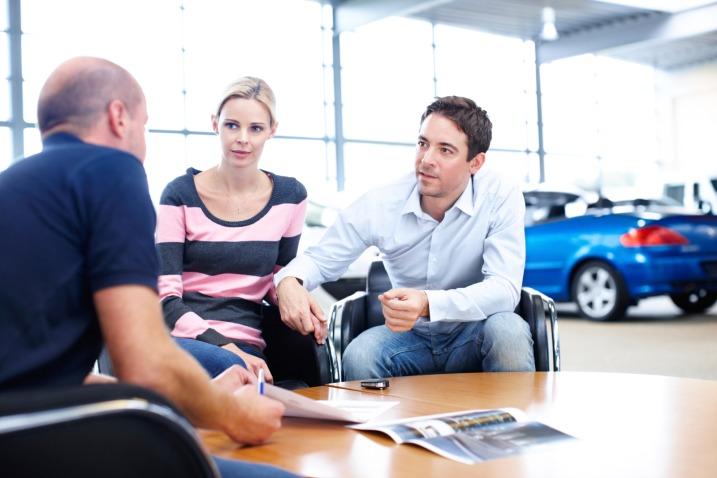 tips membeli mobil bekas di showroom
