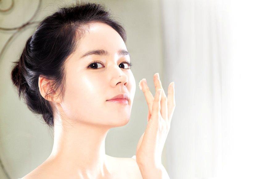 Cara memilih produk krim pemutih wajah yang aman