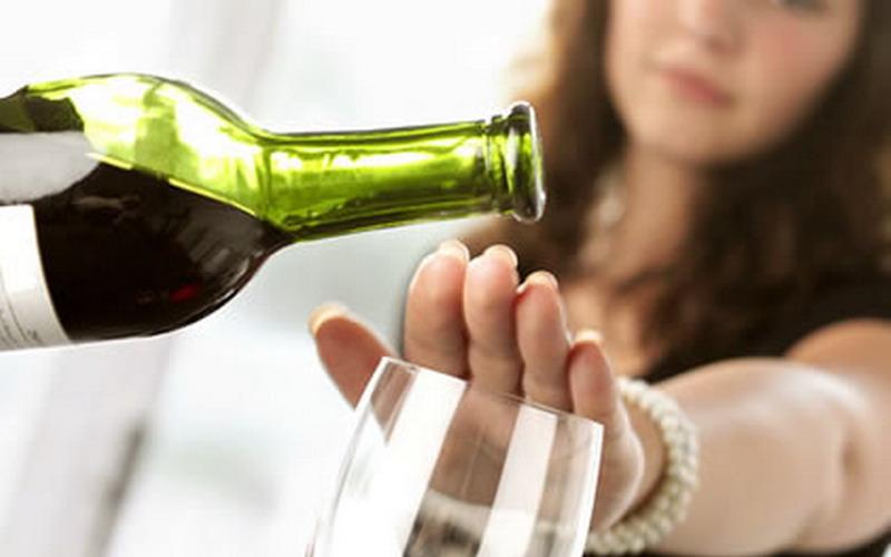 Menghindari konsumsi alkohol