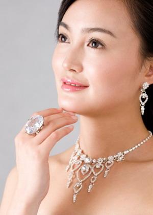 perhiasan batu intan