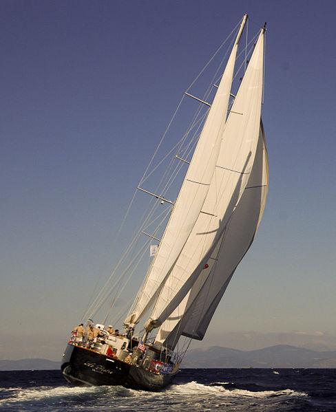 kapal layar menahan angin