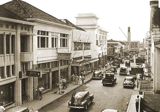 keuntungan penjajahan Belanda di Indonesia