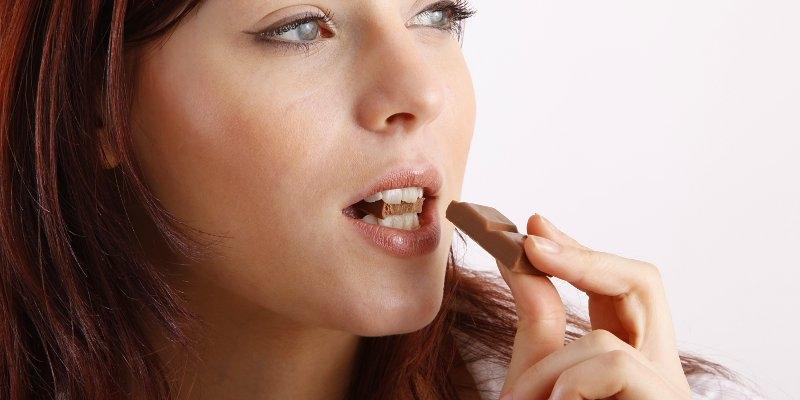 Makanan manis bisa membuat gigi berlubang