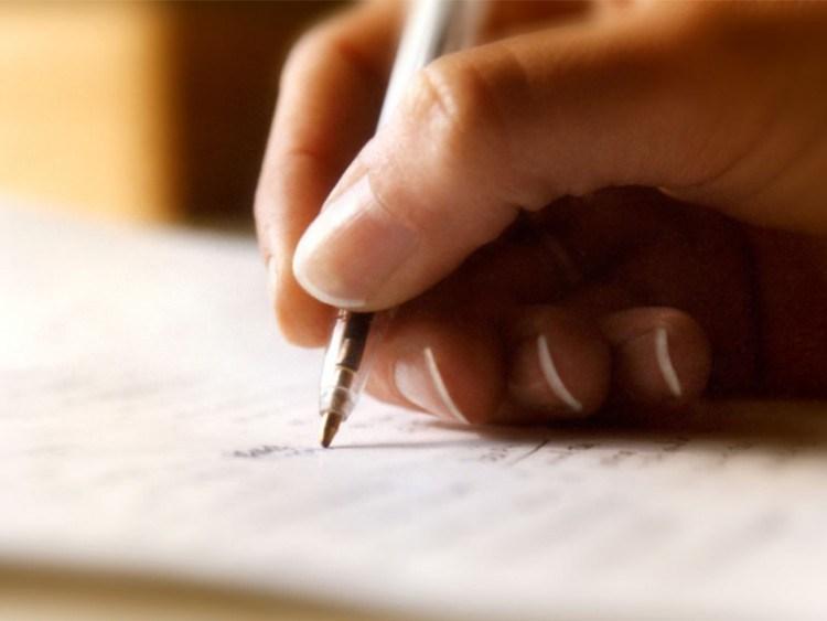 menulis surat pengunduran diri